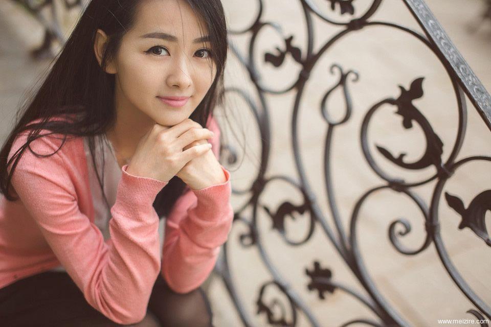 长发清纯妹子,小清新美女,有着甜美的笑容01.jpg