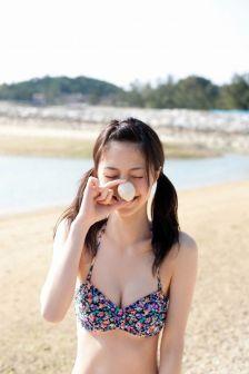 清纯粉嫩美少女初夏外拍写真