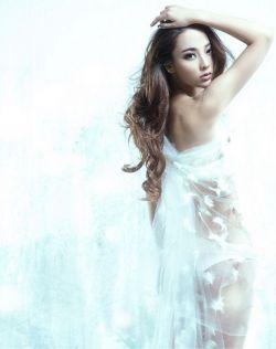 美女张妮娜白色极光唯美大片