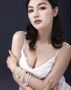 孙璐MM露深深乳沟,很性感很迷人