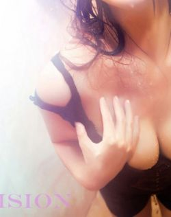 杨诗乐巨乳浴照湿身诱惑