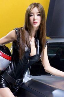 北京车展最火模特李颖芝(二)