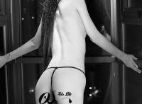 性感模特黑白经典半裸私房照