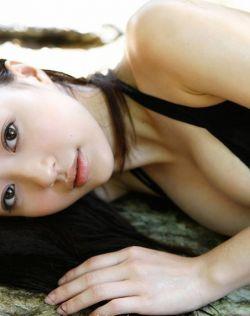 日本萌妹逢泽莉娜秀诱人少女胴体