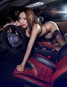 杨紫璐酷车美胸翘臀性感迷人