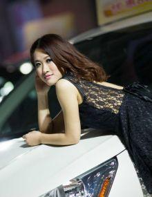 11月车展上的清纯女神
