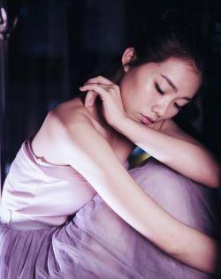 会跳芭蕾舞的青春靓丽小姐姐,身材好,气质佳