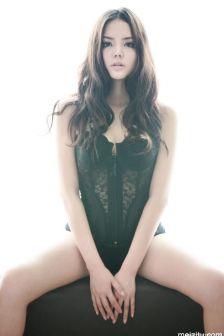 模特袁雪:蕾丝巨乳浑圆性感