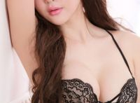 美女美乳迷人,丰满有一种说不出的风韵