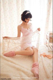 清纯妹子小野:小胸也能很可爱
