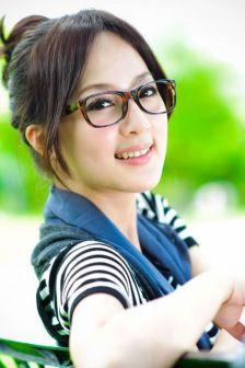 清纯妹子果子MM夏天在公园里的小清新写真