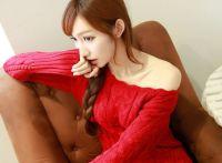 天凉了,可爱小美女陈茜子试漂亮毛衣