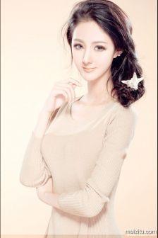 瓜子脸美女杨瑾尤优雅美腿诱人