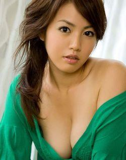 这个韩国美女性感到让你联想翩翩