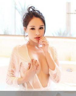 美女浴缸湿身摆挑逗姿势