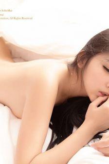 王淼vanessa:半裸私房诱惑床照