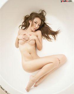 陈怡曼浴缸美妙肉体诱惑