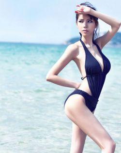 性感尤物叶梓萱海边泳衣写真