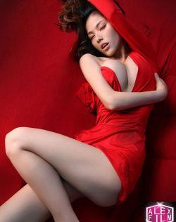 模特Lisa美乳暗自的优雅