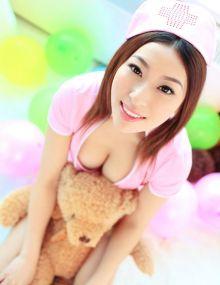 周茉:甜美护士装,露胸迷人