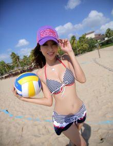 米莎YOYO比基尼造型玩转沙滩排球耍性感