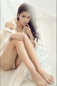 长腿美女纯美系私房写真
