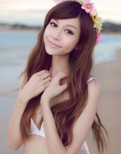 极品女神魏娜海边比基尼秀完美身材
