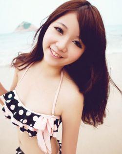 清纯香港平面模特沙滩甜美写真
