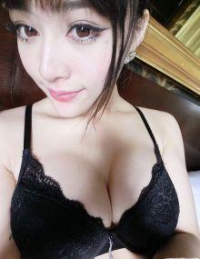 美女模特郭芸萌自拍狂秀性感巨乳