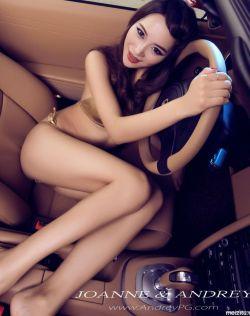 车模李景涵秀迷人42寸长腿