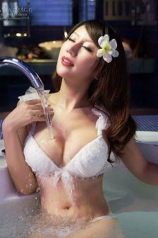 梅三娘艳色内衣秀色可餐