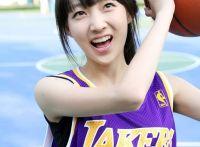 运动的女孩最性感,青春妹子身穿湖人队24号写真