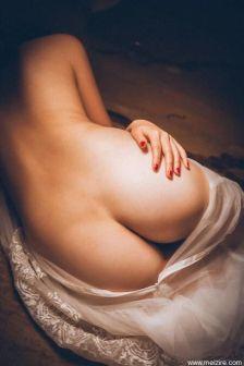 丰满少女拍摄裸体写真,展示女性身体之美