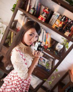 清纯美女,殷桃小嘴小宇的咖啡馆