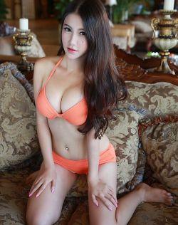 女神李雯夏日比基尼秀巨乳