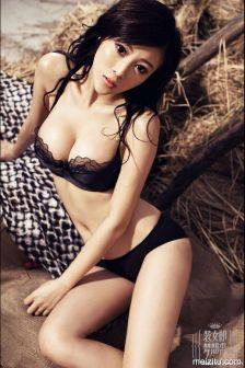 肖雨轩身材玲珑剔透装女郎写真