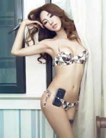 美女评测贴金美辛性感内衣为热门手机横比