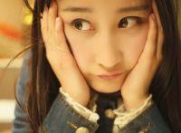 月眉星眼的大眼睛美女妹子十足俏皮可爱