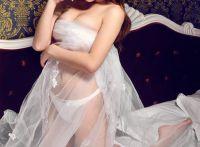 透明薄纱难掩美女性感火辣的凸凹身材